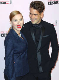 Pregnant Scarlett Johansson set to marry boyfriend Romain Dauriac